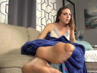 Bratty Babes Own You – Caught Sniffing Sleepy Stepmom Sadie's Feet Footjob HD