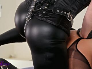 Leather hooded gimp gets fucked [HD 720P] - Screenshot 2