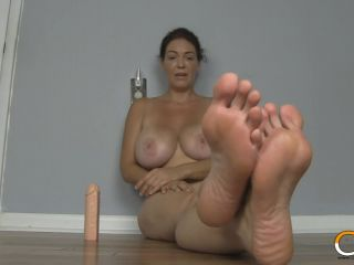 Super kinky milf  shows off her feet while teaching joi