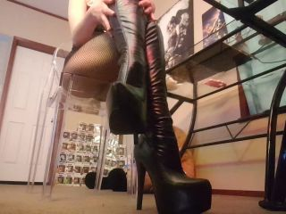 frosty princess - leather boots and fishnets