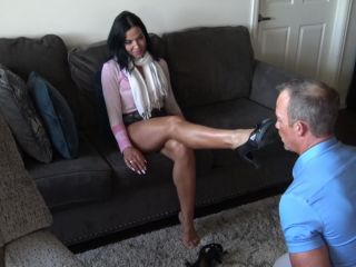 Enslaved – Goddess Zephy – Foot hypnotism