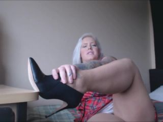 goddess victoria  stinky pantyhose after a long day  jerkoff instructions