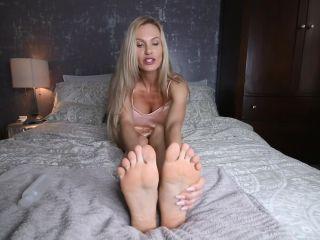 Porn online Stella Sol - Shiny Feet femdom