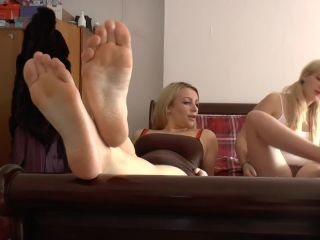 Penny Lee - Duo Foot Tease - ManyVids