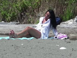 Milf Exhibitionism at the Beach