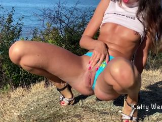 Katty West - Cute Girl Pisses Powerfully in the Mountains outside [FullHD 1080P] - Screenshot 6