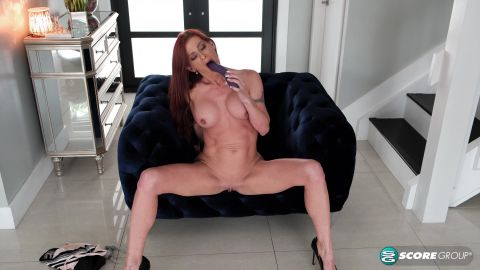 Gabby Lamb - MILF Gabby Lamb Stretches Out (2160p)