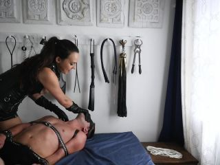 [Manyvids] Stella Liberty - Leather Femdom Hand Over Mouth