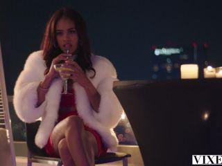 Ariana Marie & Scarlit Scandal – Get Down Tonight