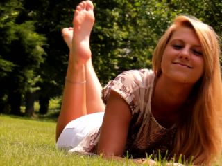 Toes pointing – TEEN SMELLY SEXY FEET