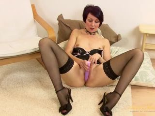 Penny Brooks fucks her pussy with a toy