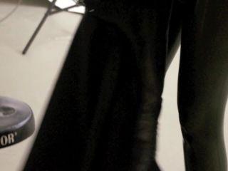 2012-01-15-LeaPeachesMaking-Of