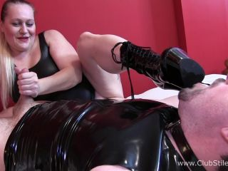 BBW Mistress Kali420 slaps his cock and balls [FullHD 1080P] - Screenshot 3