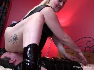 BBW Mistress Kali420 slaps his cock and balls [FullHD 1080P] - Screenshot 6