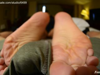 Amateur soles giantess and footjobs – Ebony Volleyball players 1st Footjob! Foot VIRGIN with HUGE SOLES! Rushed shoot! Teammates almost walk in!!