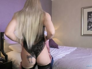 Angie Lynx – HUGE CREAMPIE FROM A 45 YEARS OLD MAN