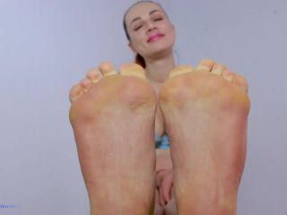Toes pointing – Princess from Hell – My feet are your life