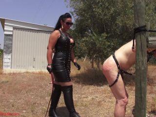 Mistress Ezada Sinn – Whipping punishment under the hot sun - leather on femdom porn