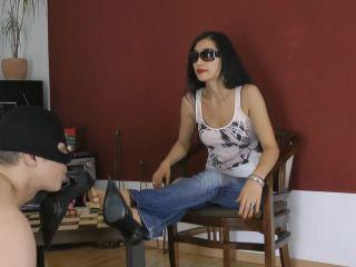 Goddess Leyla – Lick And Suck My Sexy Feet – Foot Worship