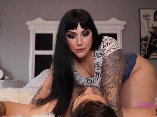 Pawg – Mistress Kawaii – GET YOUR FACE IN MY ASS - facesitting - femdom porn bbw smoking fetish