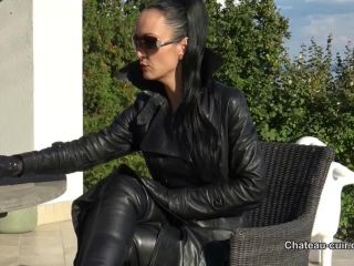 Chateau-Cuir – Fetish Liza – Smoking and leather JOI outdoors