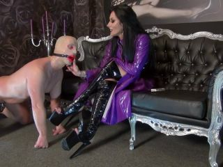 Human Ashtray – Kinky Mistresses – Kennya`s Sissy Smoking Slut