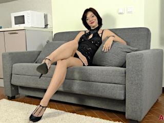 Milf 19 06 07 Stephania Interview