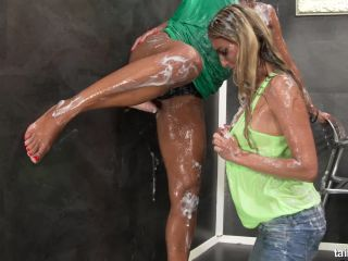 Isabella Chrystin - Slimy Brunch For Two Horny Friends