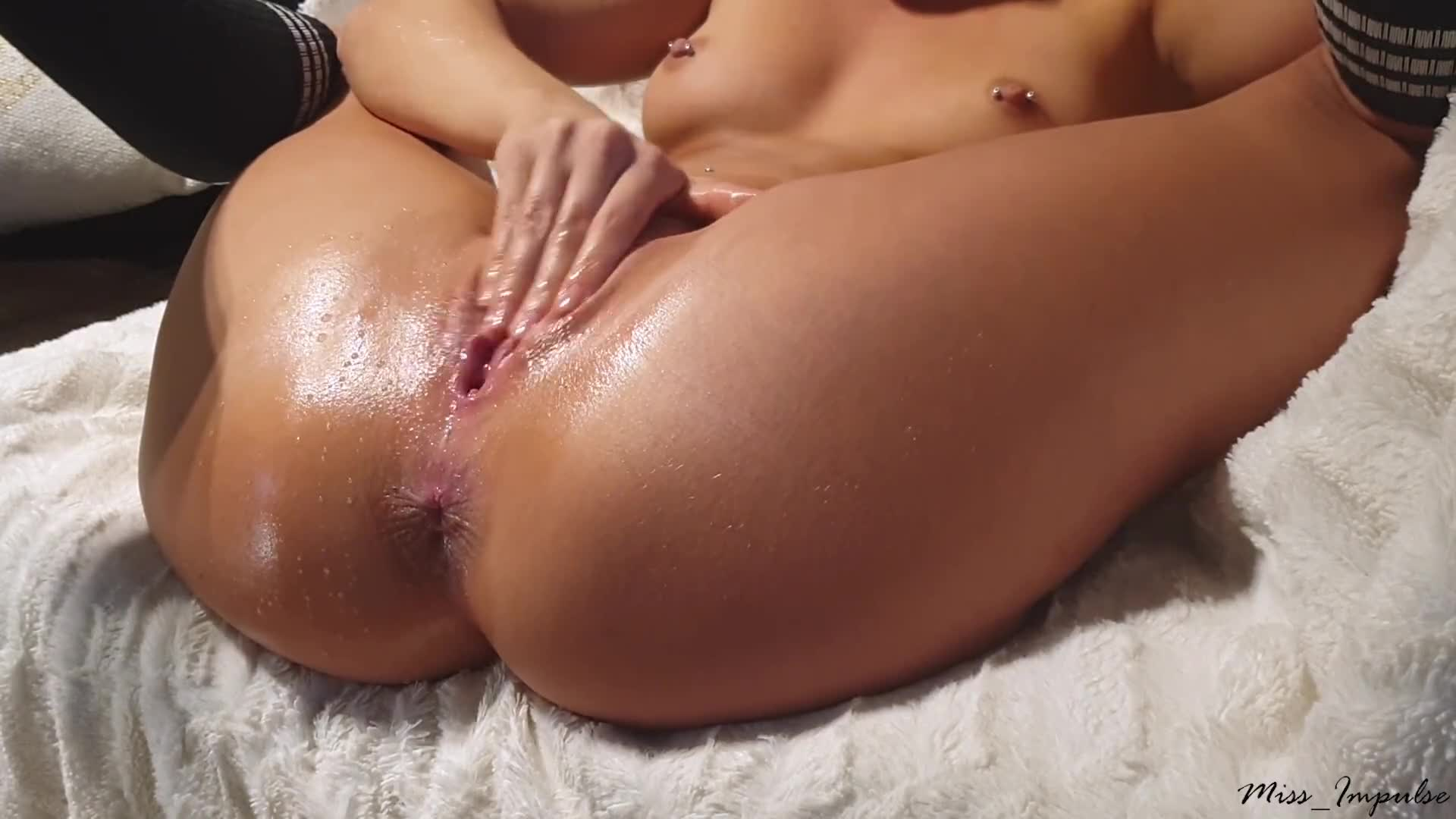 Latina Fingers Herself Squirts