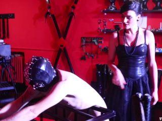 Padrona Italiana – Mistress Iside – A MASSACRE NO HOLDS BARRED