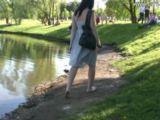 Bare Feet In The City Video - Maria A 2009-08-24