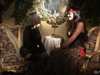 Honeymoon Scene 2 Jodi James, Savannah Gold 1 280