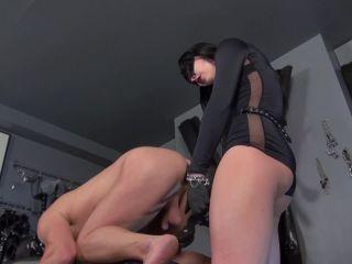 Porn online Kinky Mistresses - Mistress Gaia - The brown XXL Strap-on femdom