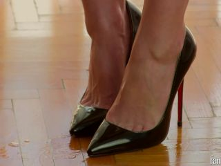 Chronicles of Mlle Fanchette – Toe cleavage – [HD-1080p – Mp4]