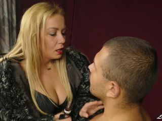 Furs – Lady Kara – Face humiliation