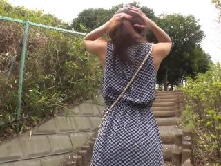 Japanese babe gives blowjob to a man in public!