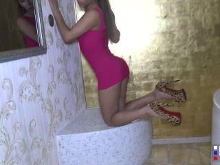 Laila's Jizzy Bath Time!