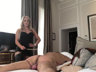 Mistress Courtney – Slave in Bed Whipping