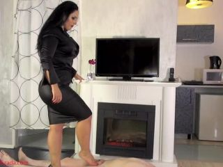 Ballbusting – Mistress Ezada Sinn – Out of chastity into ball abuse