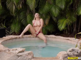 Bailey Brooke - Dicking In The Deep End (12.01.2019)