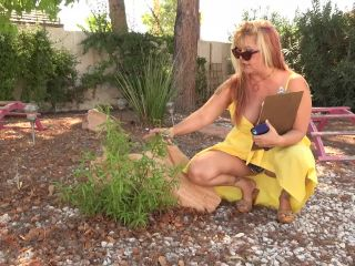 Joclyn Stone Curvy Joclyn Stone has a body for fun and a hairy pussy to die for (Full HD)