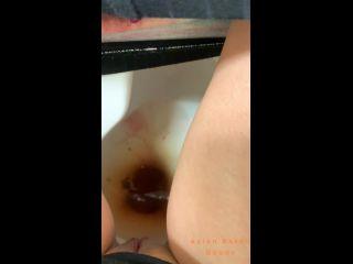 Period Blood and Poop into Public Toilet [UltraHD/2K 1920P] - Screenshot 6