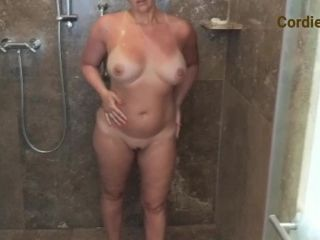 ManyVids presents CordieKing – Solo Shower
