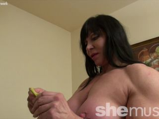 Ripped Princess - Her Muscles Will Drive You Bananas. She'll Show You Why.