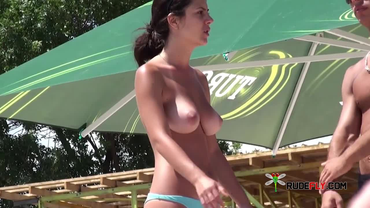 Nude beach, young girl shows sexy natural tits - k2s.tv