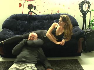 Sexy Assassin  Suzy Loves To Squeeze Heads. Starring Mistress Suzy