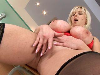 Kimi huge ass huge tits mature wonder