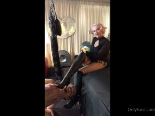 Miss Kim Rub - Beneath Misstresss Foot [HD 720P] - Screenshot 1