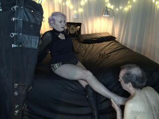 Miss Kim Rub - Beneath Misstresss Foot [HD 720P] - Screenshot 4