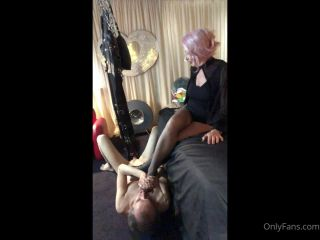 Miss Kim Rub - Beneath Misstresss Foot [HD 720P] - Screenshot 5
